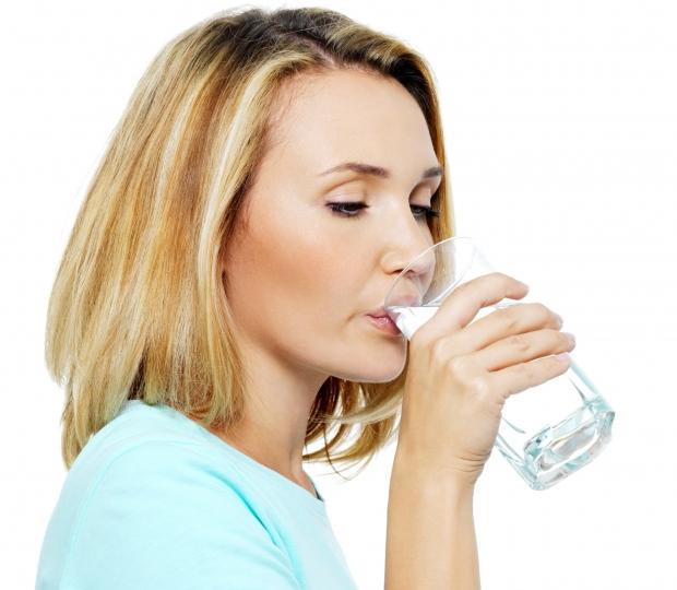 de ce sa bei apa calda